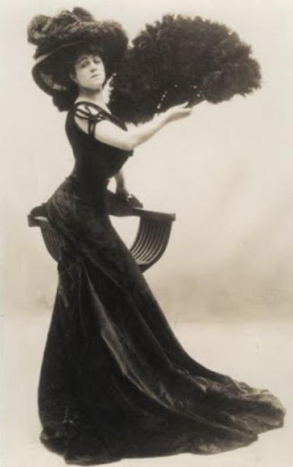 Valeska Suratt strikes a Gibson Girl pose.