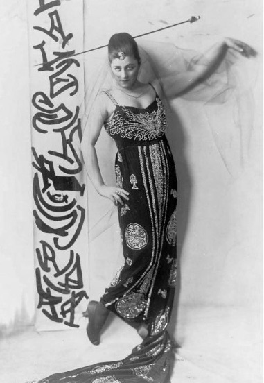 Elaborate styling was Suratt's trademark.